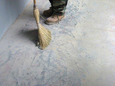 Как очистить бетонный пол