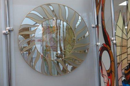 Зеркала и витражи