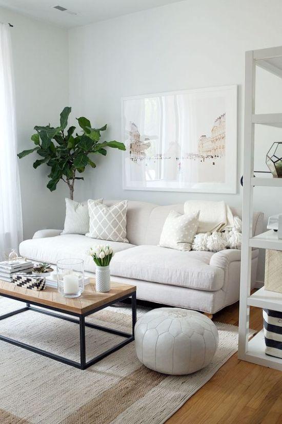 Белая гостиная: роскошь или простота?