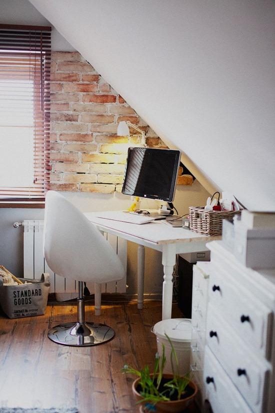 Домашний офис в углу