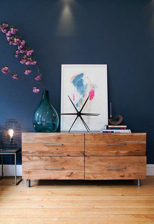 Какой может быть гостиная с синими стенами