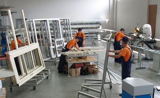 Процесс производства металлопластиковых дверей