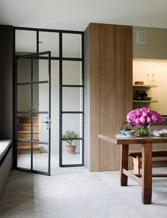 Виды моделей и дизайна стеклянных дверей в интерьере